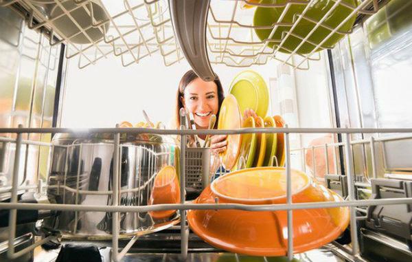 Máy rửa chén giúp giảm bớt nỗi lo lắng về chi phí tiền điện hàng tháng
