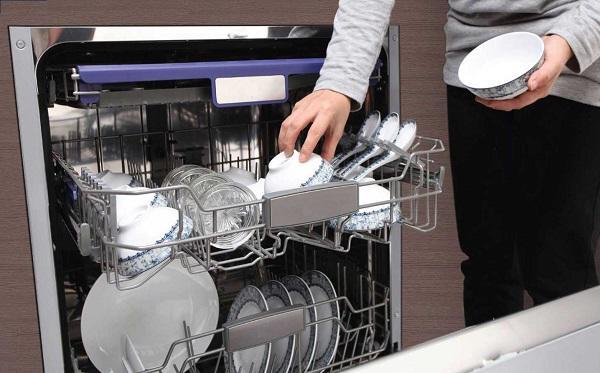 Tết đến mua máy rửa bát: Nên hay không hả các chị em? - 2